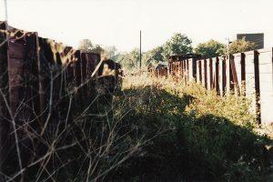 Rzędy typowych dla Kujawskich Kolei Dojazdowych węglarek Wddx/h.