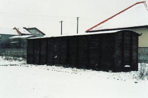 Sompolno, okolice dworca PKS. Pudło wagonu Kddx o zniezidentyfikowanym numerze.