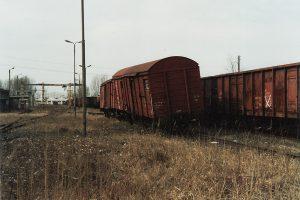 Konin, uszkodzony przez złodziei złomu wagon Gbs.