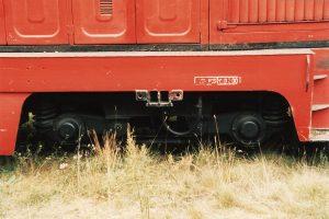Oznaczenia naprawy głównej z czasów pracy na Kolei Sompoleńskiej na ostoi lokomotywy Lxd2-343.