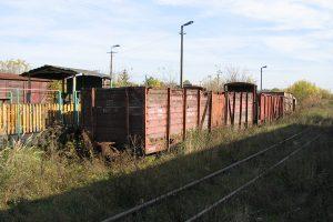 Zgromadzone wagony towarowe w Karczmirskach - węglarka Wddx.
