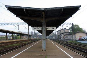 Peron drugi wrzesińskiego dworca.