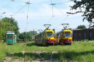 Zajezdnia Brus - wagony Tramwajów Podmiejskich #103, #7 i #5.