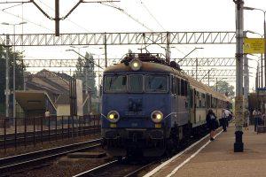 Pociąg TLK do Trójmiasta w Kutnie.