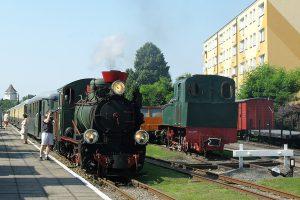 Px29-1704 z pociągiem rozkładowym.