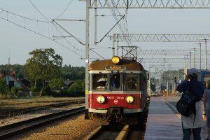 Rogów. EN57-130 jako Regio do Koluszek.