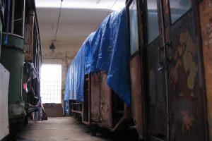 Wagon N #100 w trakcie remontu rozpoczętego jeszcze przez Tramwaje Podmiejskie.