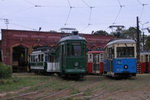 Zgromadzone wagony historyczne.