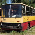 Ostatni MPKowski Ikarus 280.26 #2096 - w trakcie prac przy kratownicy doczepy.