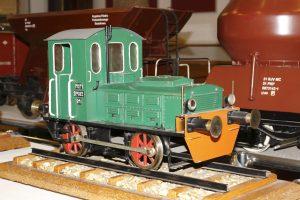 Model lokomotywy spalinowej SM02.