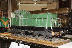 Model lokomotywy spalinowej SM41.