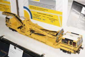 Model koparki kolejowej.