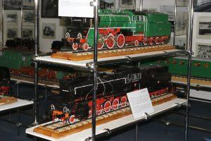 Modele parowozów Ol49 i Ty51.