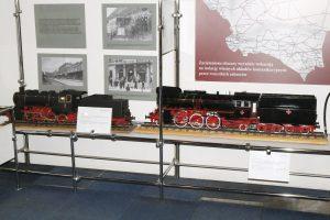 Modele parowozów Ol49 i Tr6.