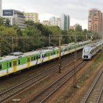 Dwa pociągi do Warszawy Wschodniej -- EN57AKM-1601 i ED161-8.