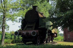 Parowóz OKl27-10 stojący w bramie Parowozowni Skierniewice.
