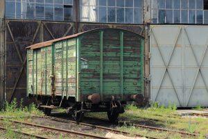 Dwuosiowy wagon kryty.