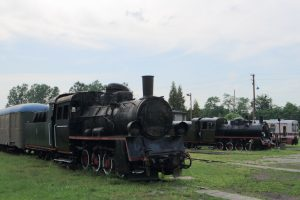 Parowozy Px48-1911 i Px48-1783.