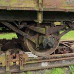 Sposób unieruchamiania wagonu normalnego na transporterze.