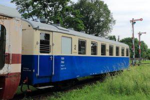 Niedawno odnowiony wagon 3Aw pochodzący z Gniezna.